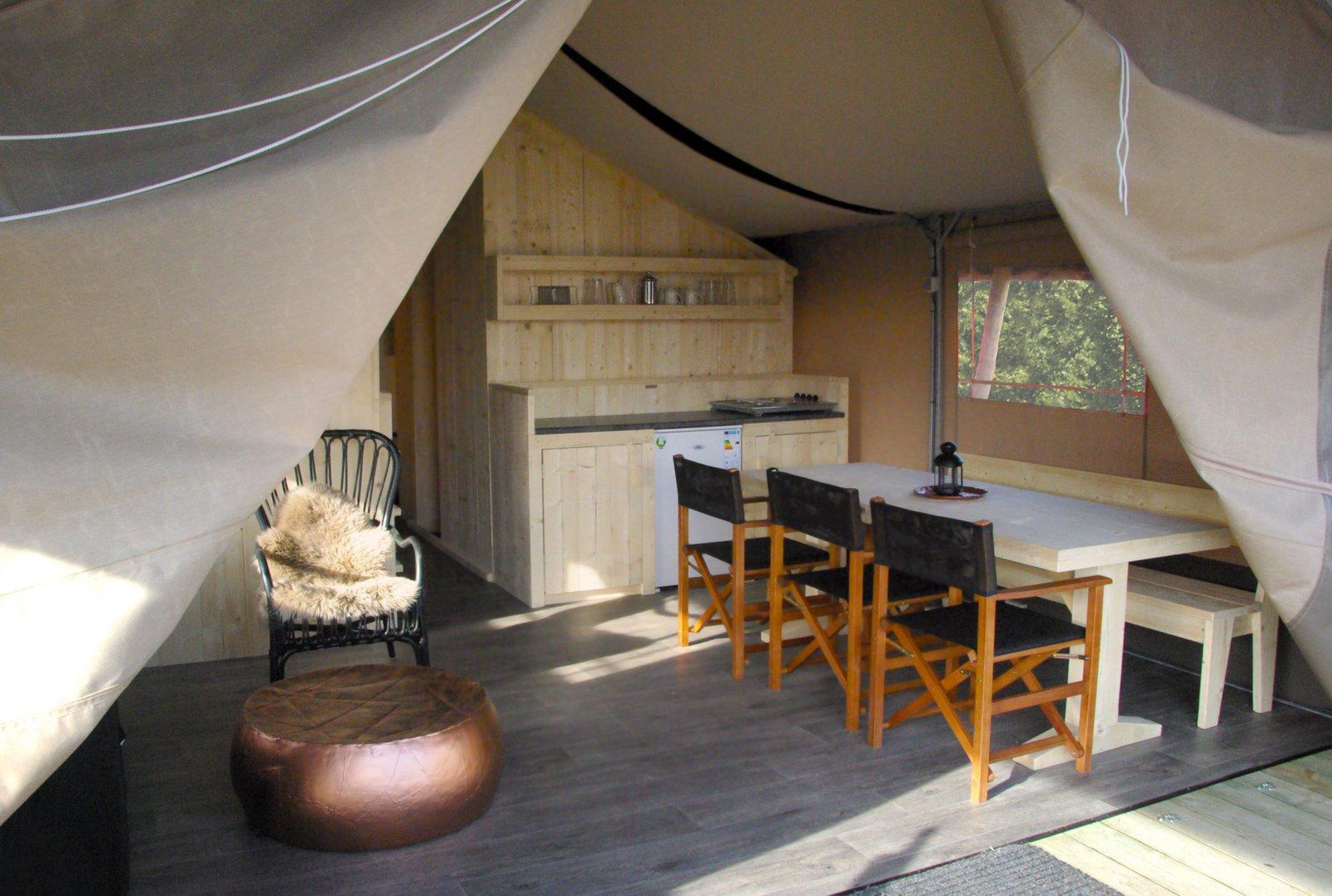 big five safaritent interieur woonkamer
