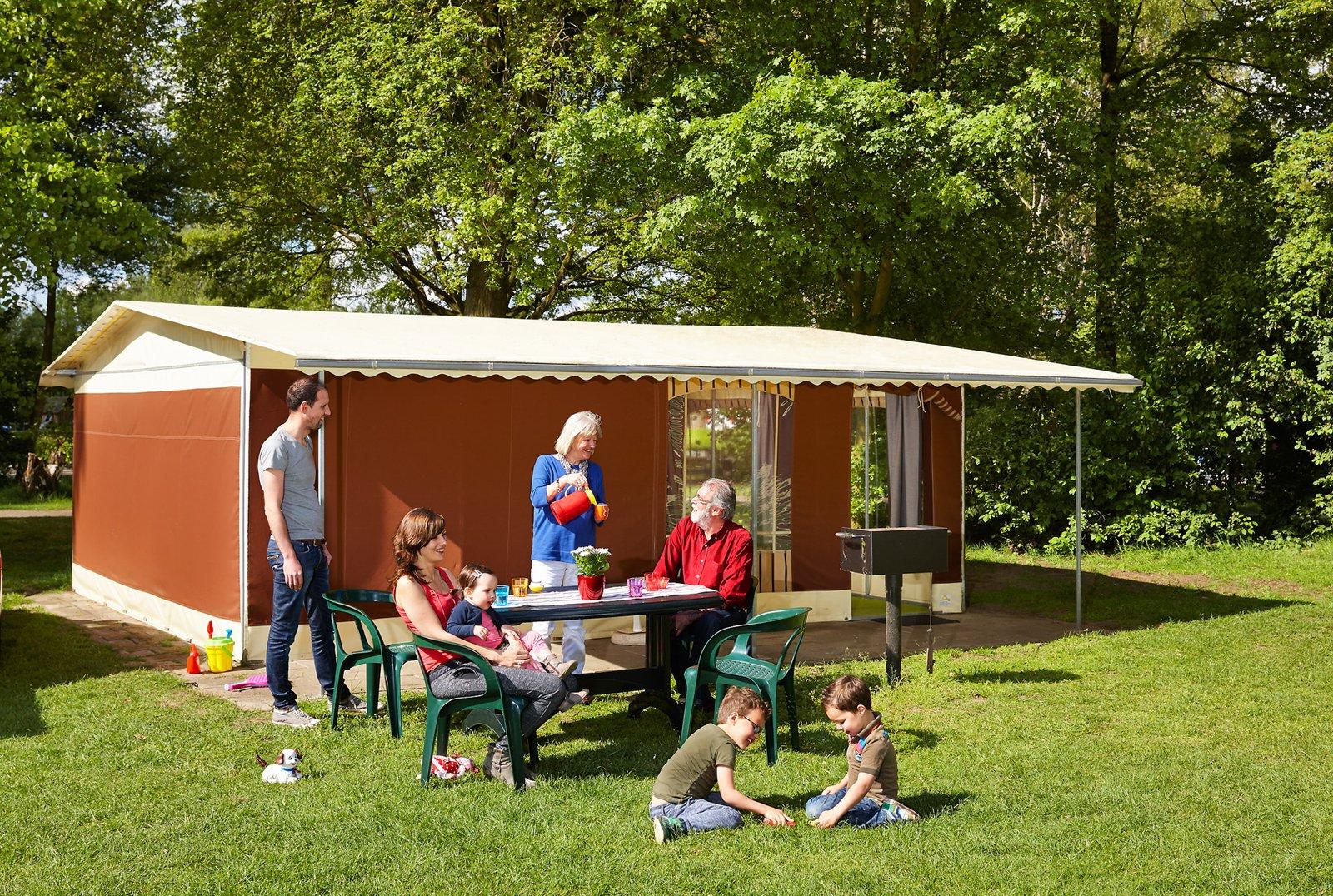 tent comfort plus vakantietent & Overnight stay in a spacious Bungalow Tent Plus | Beekse Bergen
