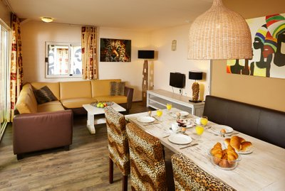 Stay the night in a luxurious Jungalow Plus | Beekse Bergen